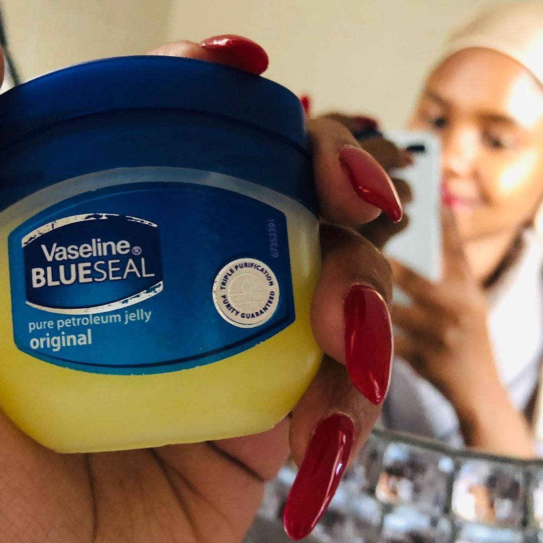 Vaseline Petroleum Jelly with Cocoa Butter 100ml